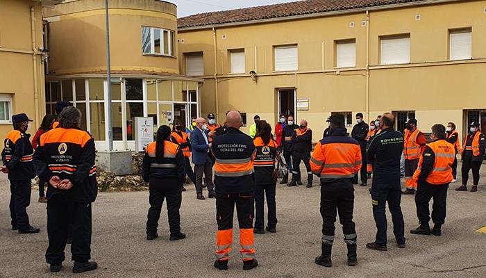 Voluntarios y voluntarias de las agrupaciones de Protección Civil aprenden técnicas para afrontar la búsqueda de personas en grandes áreas