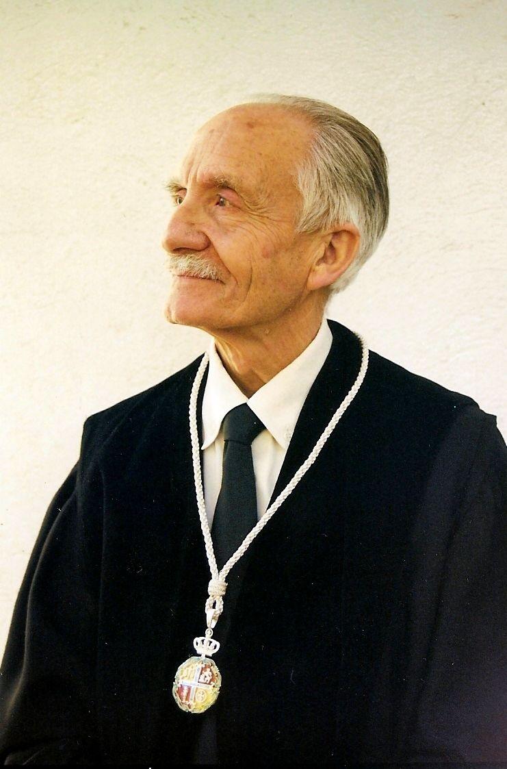 abuelito abogado con medallón | Liberal de Castilla