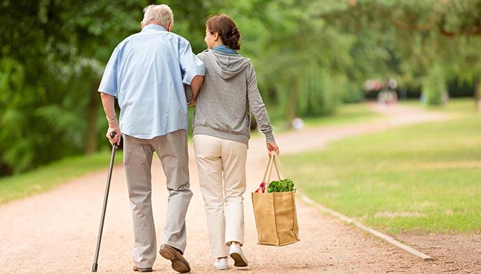 El Ayuntamiento de Cabanillas y Cáritas impulsan un proyecto de acopañamiento para personas mayores y dependientes