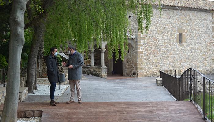 El Gobierno regional colabora con el Ayuntamiento de Alcocer en la adecuación del entorno de la ermita de Nuestra Señora del Espinar
