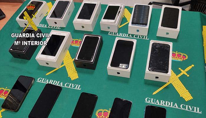 La Guardia Civil detiene en Azuqueca de Henares a dos personas por hurto de móviles de alta gama en una empresa de logística