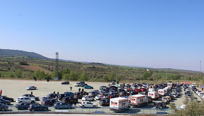Más de medio millar de vehículos de empresarios de todos los puntos de Guadalajara protestan por las restricciones y cierres