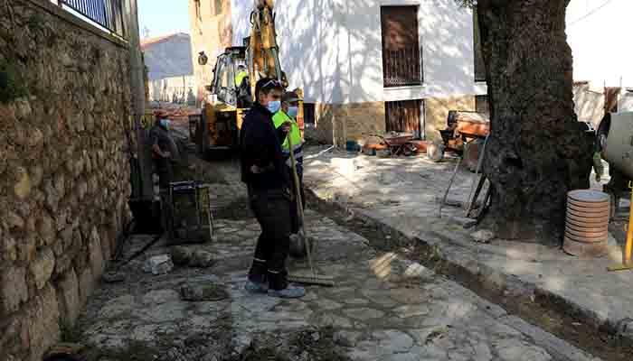 Continúan las obras de mejora en las calles de la Villa de Cogolludo