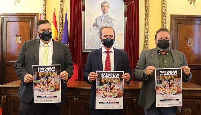El Ayuntamiento de Guadalajara firma un convenio con la Federación de Hostelería para reactivar el consumo en bares y restaurantes de la capital