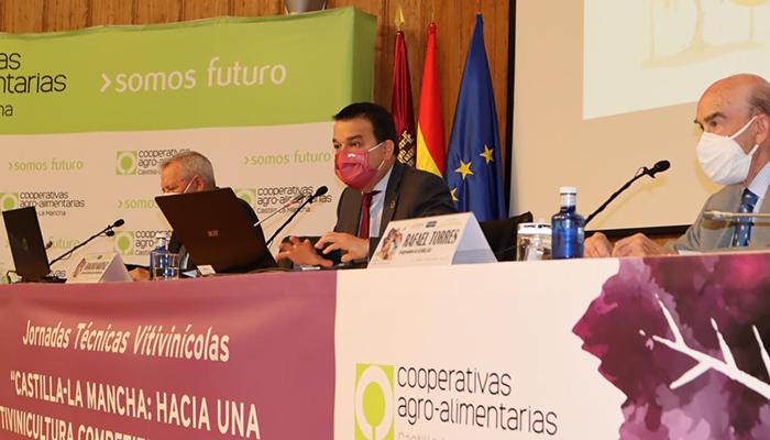 """El Gobierno regional pide """"presumir y sacar la cabeza"""" para que la región lidere la gestión del sector vitivinícola a nivel nacional"""