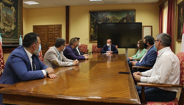 La Asociación de Empresarios de Servicios de la Actividad Física y el Deporte de Guadalajara mantiene su primera reunión de trabajo con Rojo