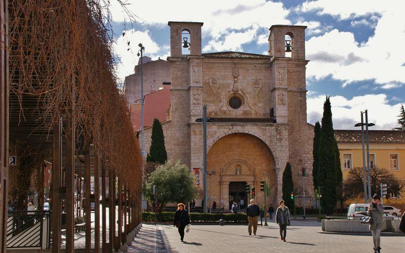 La fachada de San Ginés se iluminará de color naranja para sensibilizar en torno a la epilepsia y apoyar a las personas que la padecen