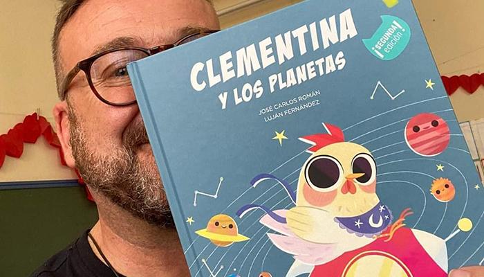 El escritor infantil José Carlos Román dedica su último libro «a los niños y niñas de Cabanillas»