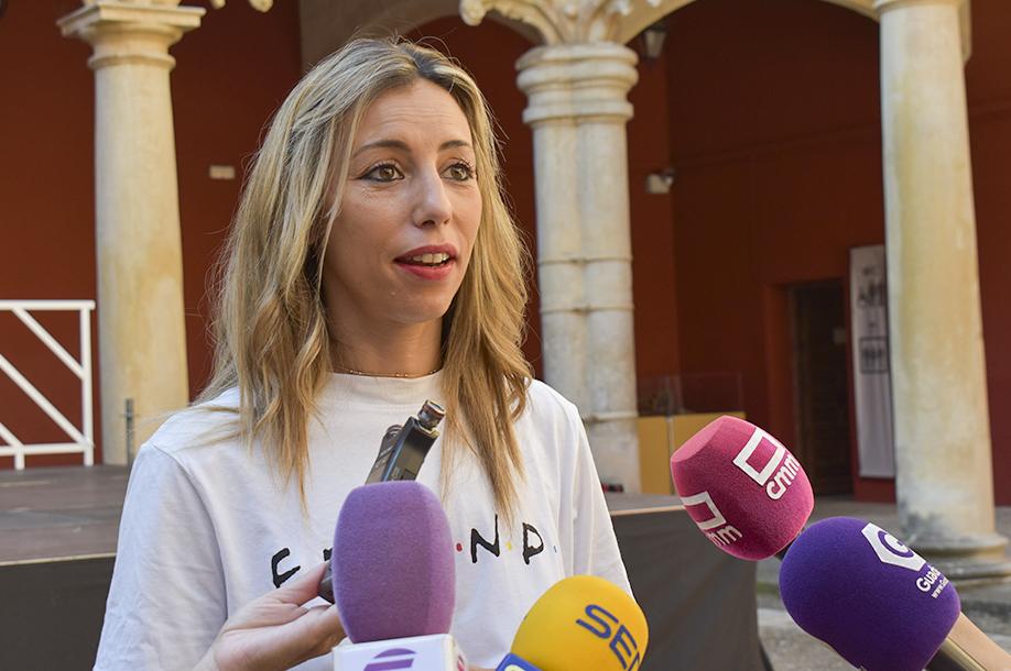 """La concejala de Hacienda, Lucía de Luz, desmiente los """"graves bulos"""" del Grupo Popular en relación al auditorio Pedro Díaz"""