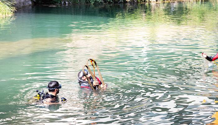 APNEA, el Club Piragüismo y el Ayuntamiento colaboran en la limpieza del fondo del río Tajo a su paso por Trillo