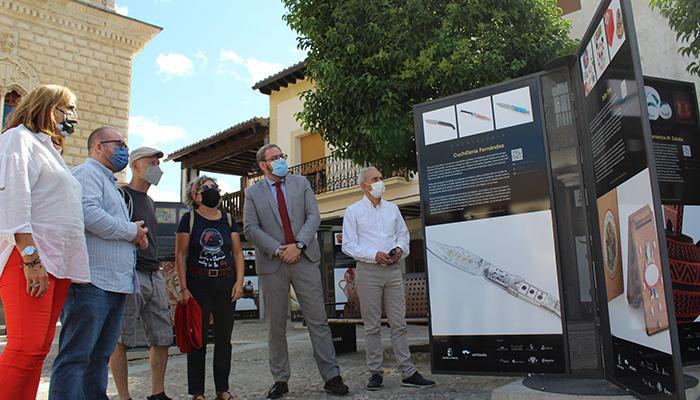 ´El Paseo de los Artesanos´ visita la plaza Mayor de Cogolludo, última parada en la itinerancia de esta exposición por la provincia de Guadalajara