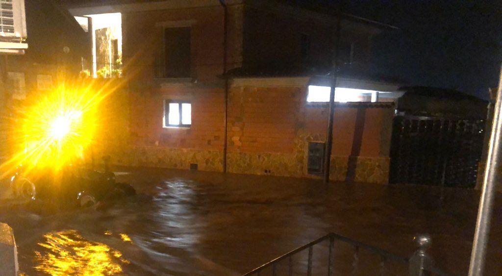 La Dana se ceba con Iniesta: vecinos desalojados y conductores atrapados por la tormenta