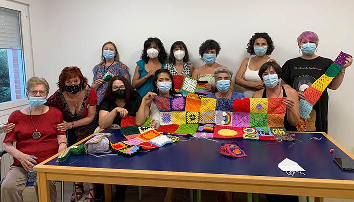 La Biblioteca de Cabanillas recupera «El Filandón», que combina el ganchillo con la narración oral