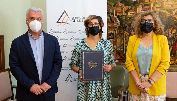 """La Diputación de Guadalajara renueva su apoyo a """"La Cosechadora"""" para crear un fondo fotográfico del medio rural"""