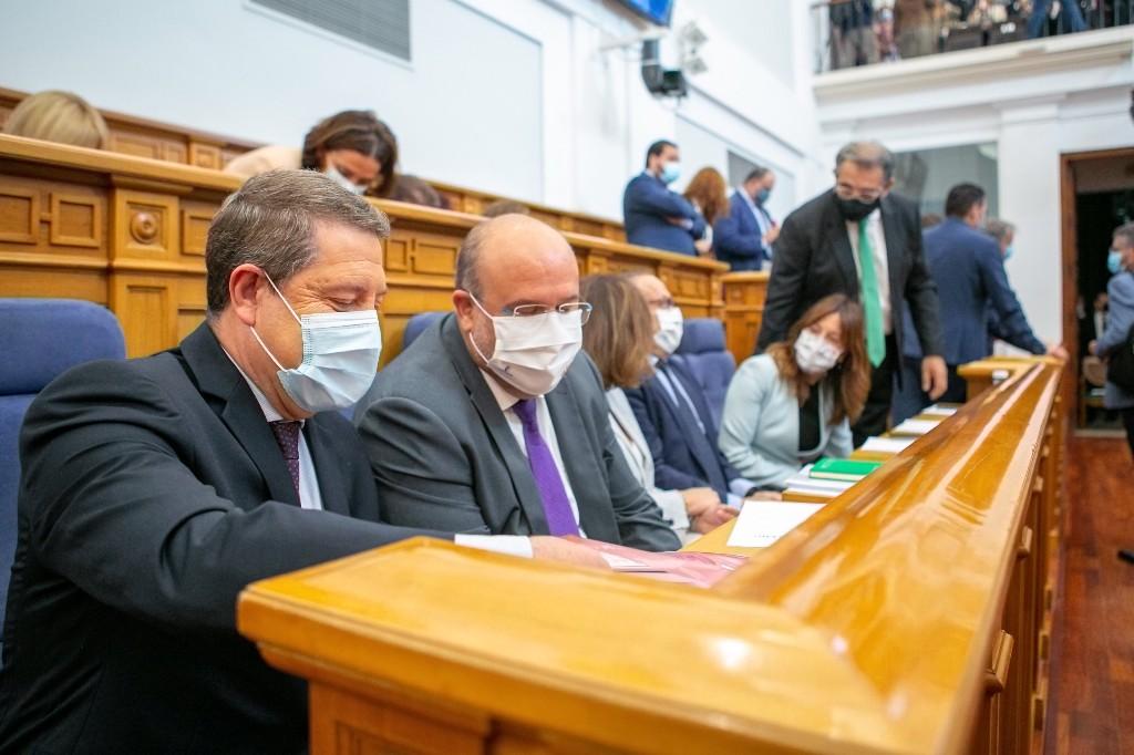 Page anuncia la supresión de la tasa de caza y pesca en Castilla-La Mancha y múltiples deducciones para empresas y familias