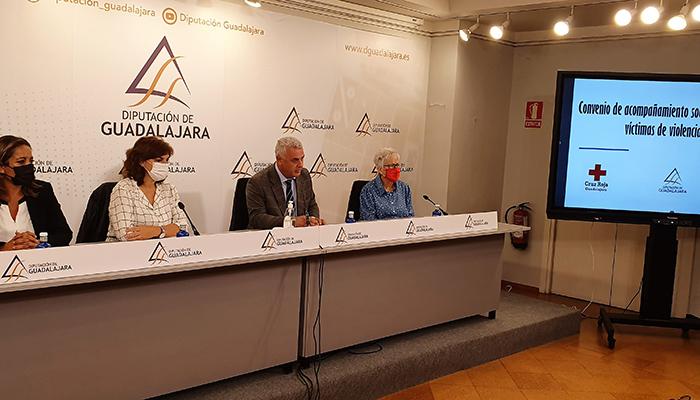 Diputación de Guadalajara, Gobierno de España y Cruz Roja mejoran la asistencia a víctimas de violencia de género en la provincia