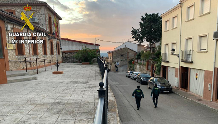 La Guardia Civil detiene a una persona por el robo con fuerza mediante alunizaje perpetrado en el estanco de Horche