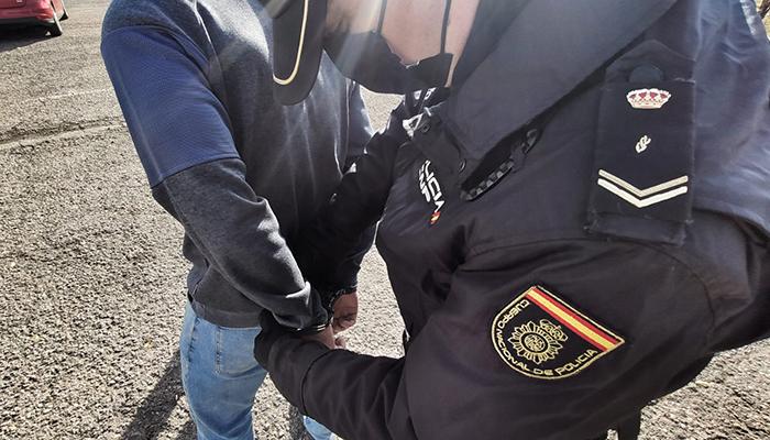La Policía Nacional detiene en Guadalajara al presunto autor de un robo con violencia a una mujer que transitaba en silla de ruedas