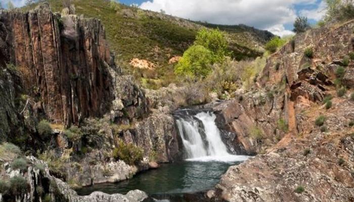 Trasladada una excursionista que sufrió un desvanecimiento cuando realizaba la ruta de los Pozos del Aljibe en Campillo de Ranas